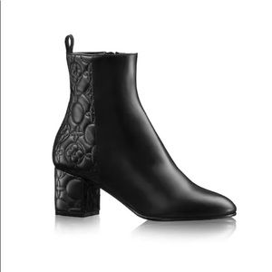 Authentic Louis Vuitton Upstage Ankle Boots, 41